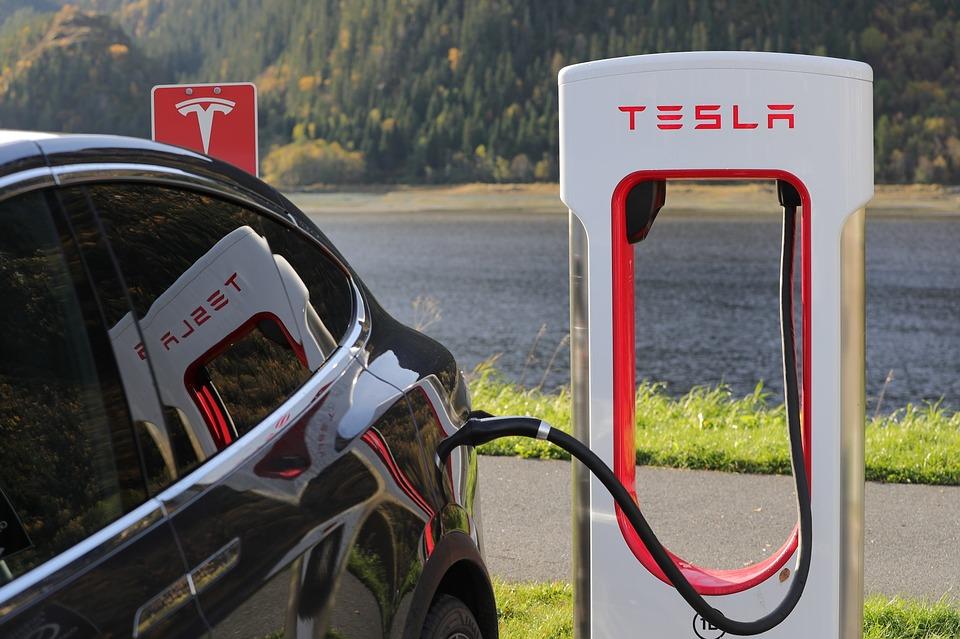 Tesla 2.jpg